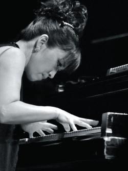 Keiko-Matsui-Live-In-Tokyo-Piano-BW 2