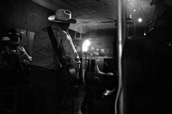 BlueYonder_BluegrassKitchenStageViewBW
